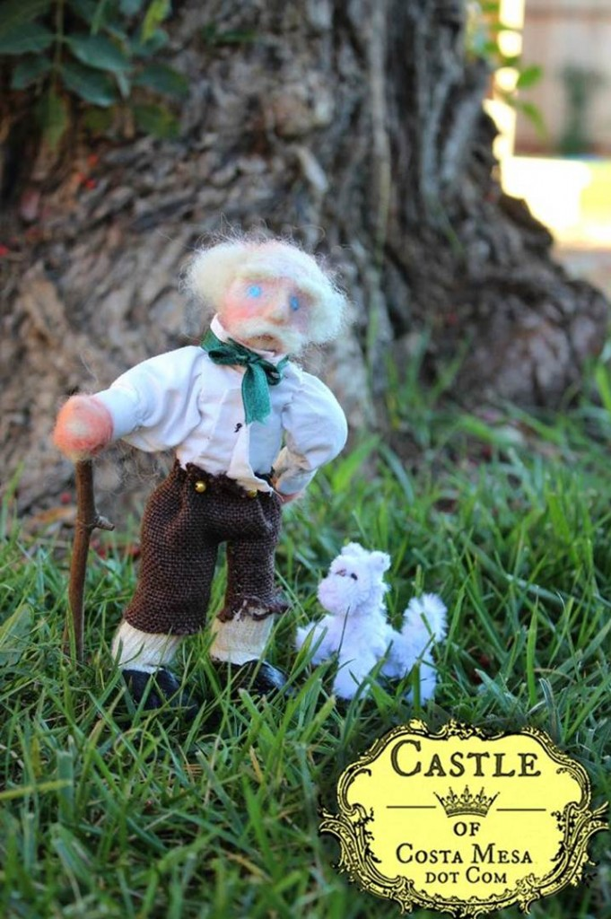 121220 Needle-felted old man and little white dog in playgroup yard 2