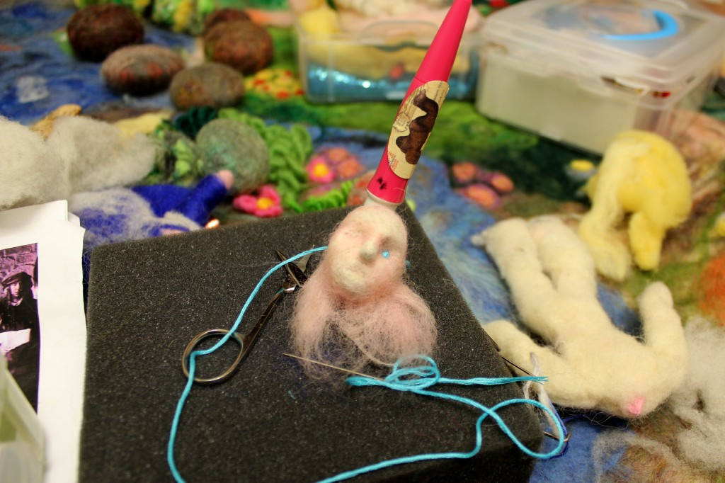 130223 Needle-felting head for Handsome Young Man for table top puppet show of Apple Cake by Nienke van Hichtum