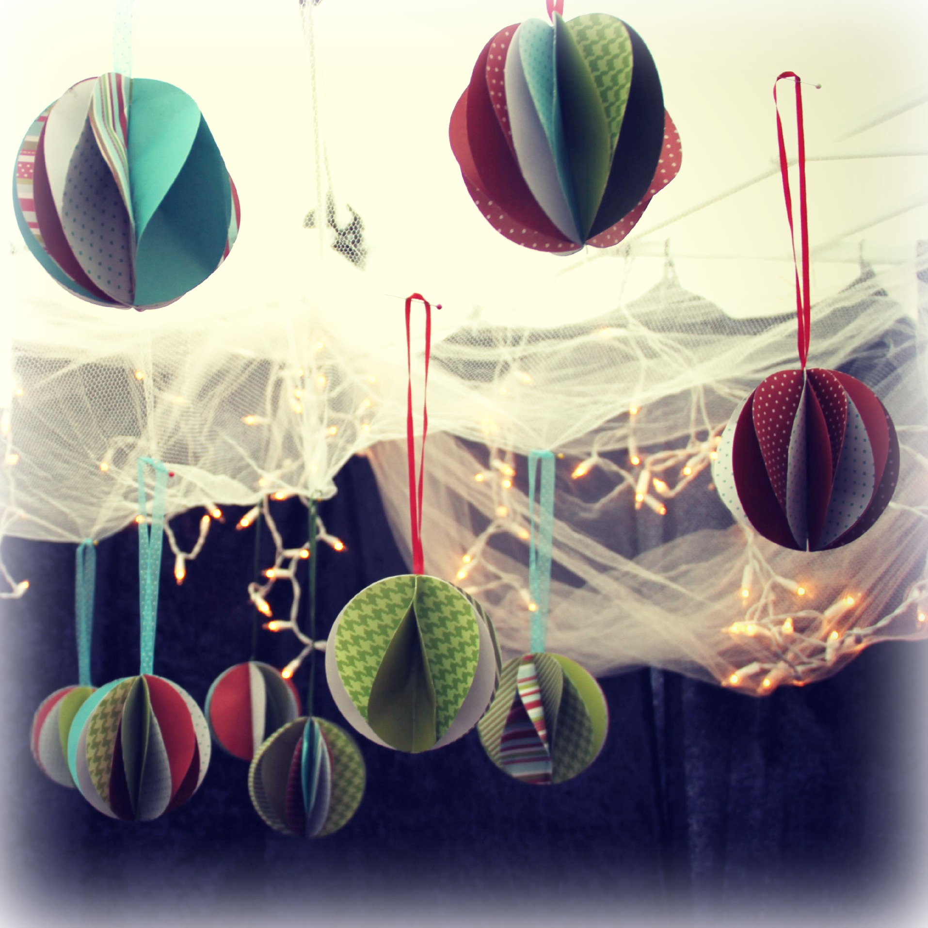 paper balls christmas tree ornaments by Josephine