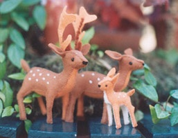 DEER FAMILY KIT By Poppedijn. Make three deer; mother, father and baby in this darling kit. Perfect to bring in spring on your season table or for creative play
