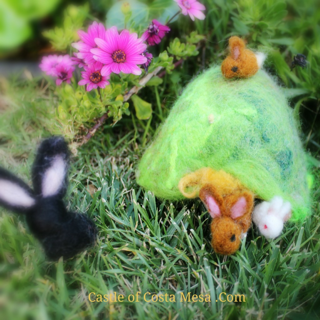 130325 A family of felted bunnies in a bunny hole and hill