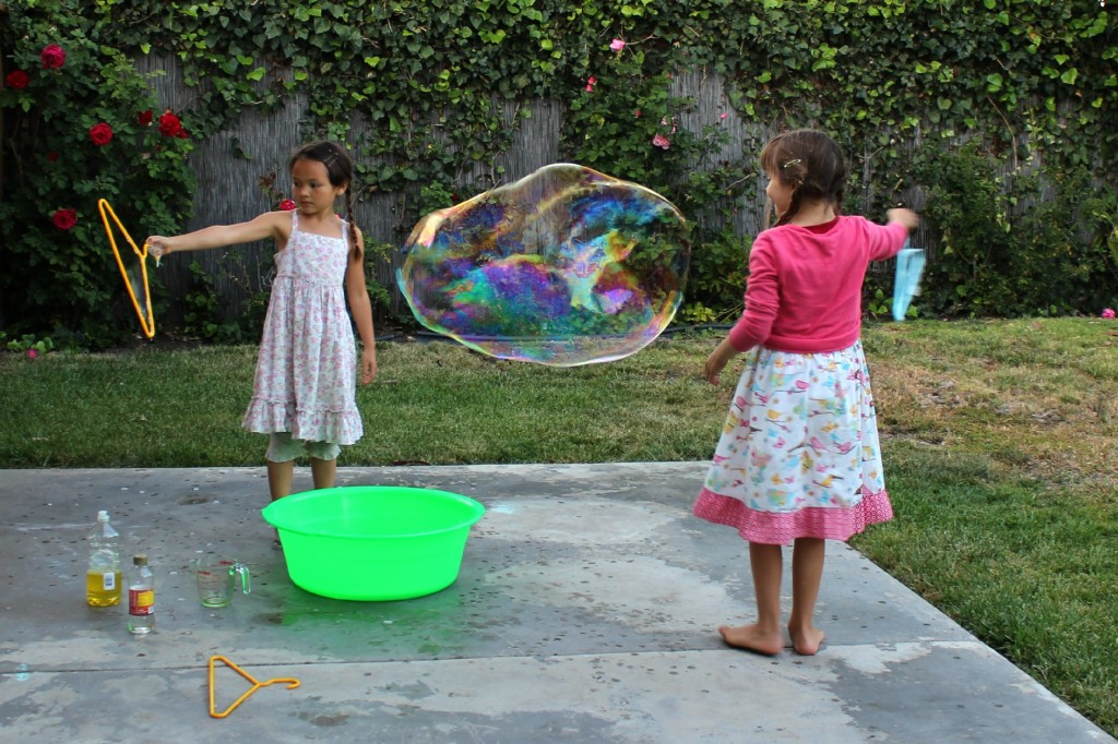 130425 Nunu and Anicka making giant soap bubble in the backyard one floating