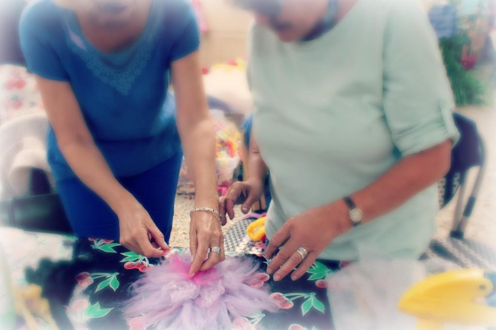 130605 Christine arranging roving radiating from the center on Gisela's flower