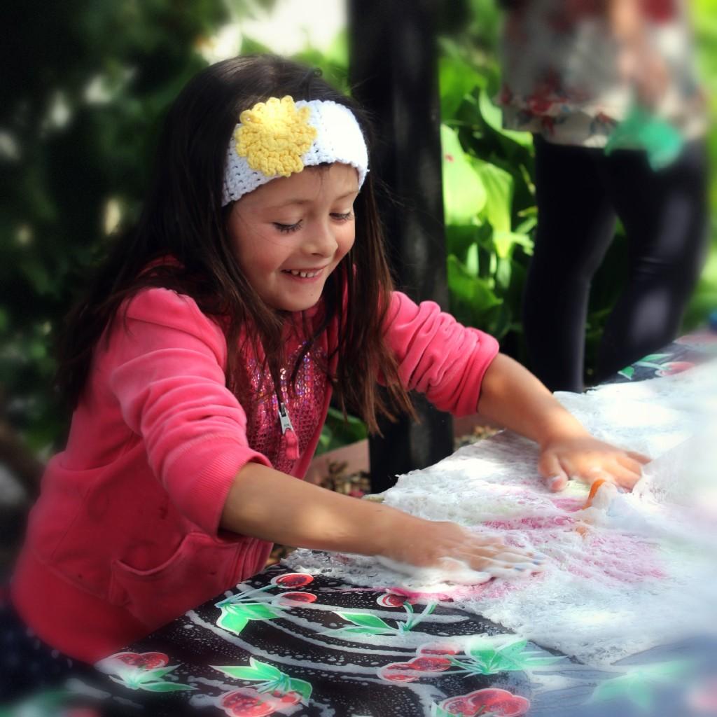 130605 happy Solana wet-felting sudsy bubble wraps
