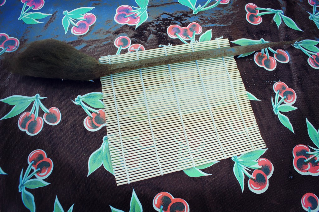 130605 wet felting round cylindrical long flower stems using sushi mat