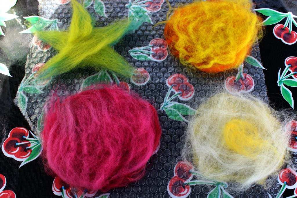 1340529 Jzin's wet-felted flower dry wool arrangement process