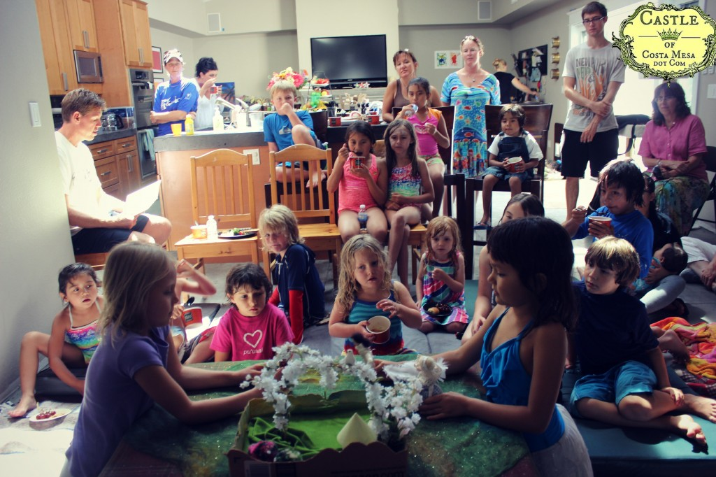 130712 Nunu and Emily children performing puppet show for their friends at Emily's 7th birthday party celebration