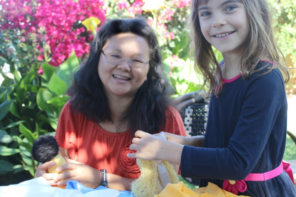 131001 Jzin and Anicka making table top puppets in the garden