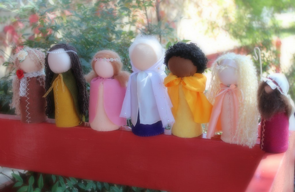 131001 Table Top Puppets by Waldorf School of Orange County craft group lined up in front of Company of Angels store