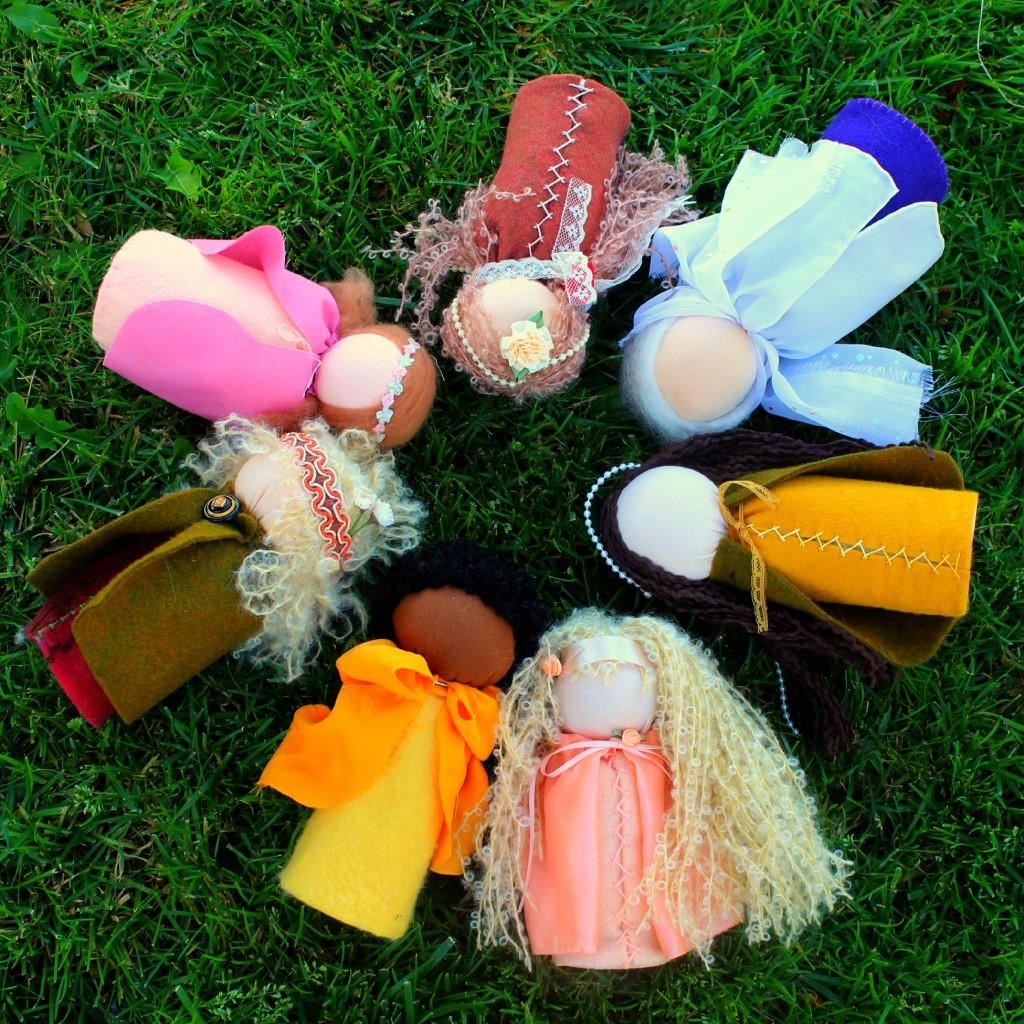 131001 table top puppet dolls lying down on the grass in a circle