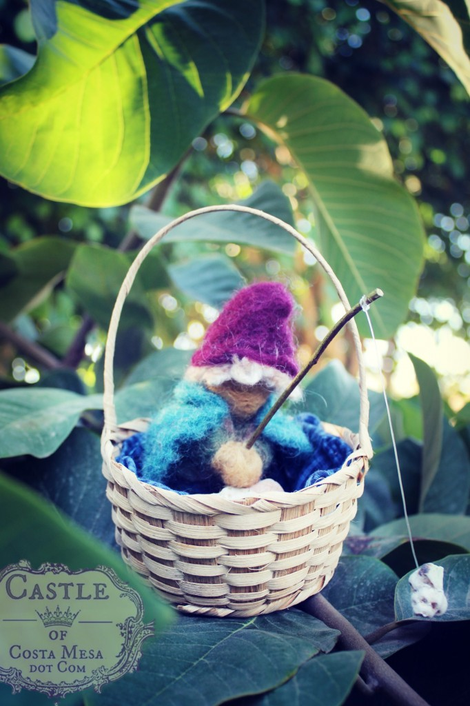 131105 Gisela's fishing boy gnome sitting in a basket
