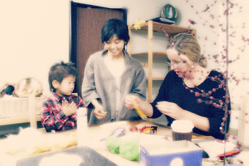 131203 Hugo Marie and Cathy decorating winter candles with beeswax