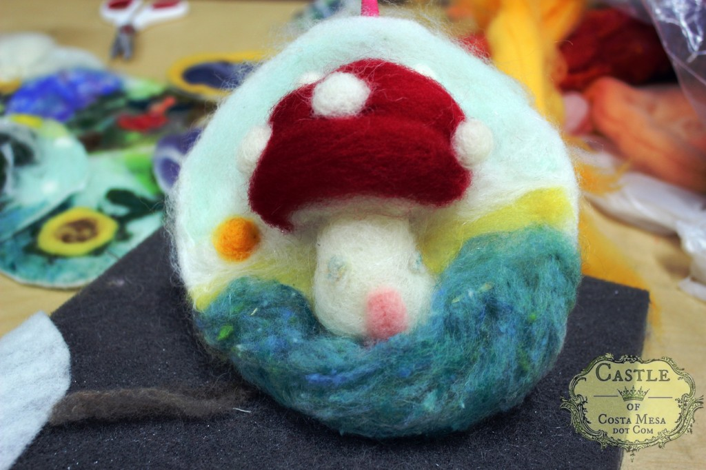 131203 Jzin's needle-felted picture of a fluffy big toadstool mushroom home