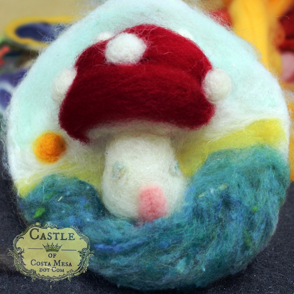 131203 Jzin's needle-felted picture of a fluffy big toadstool mushroom home square cropped