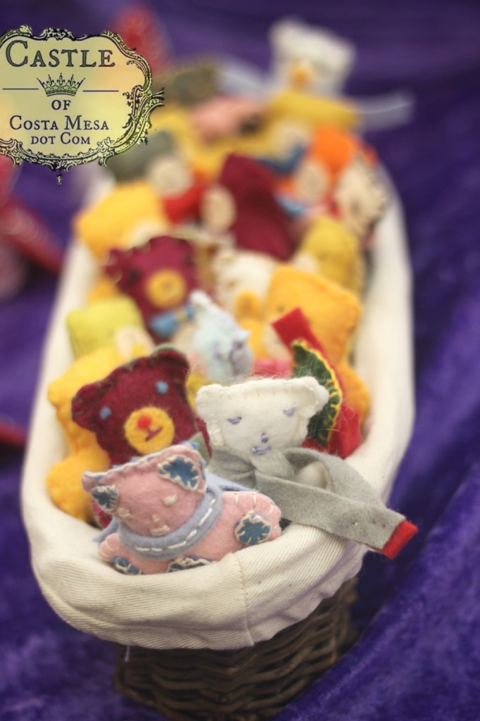 131207 Alena and Jzin's felt miniature bears in a bread basket
