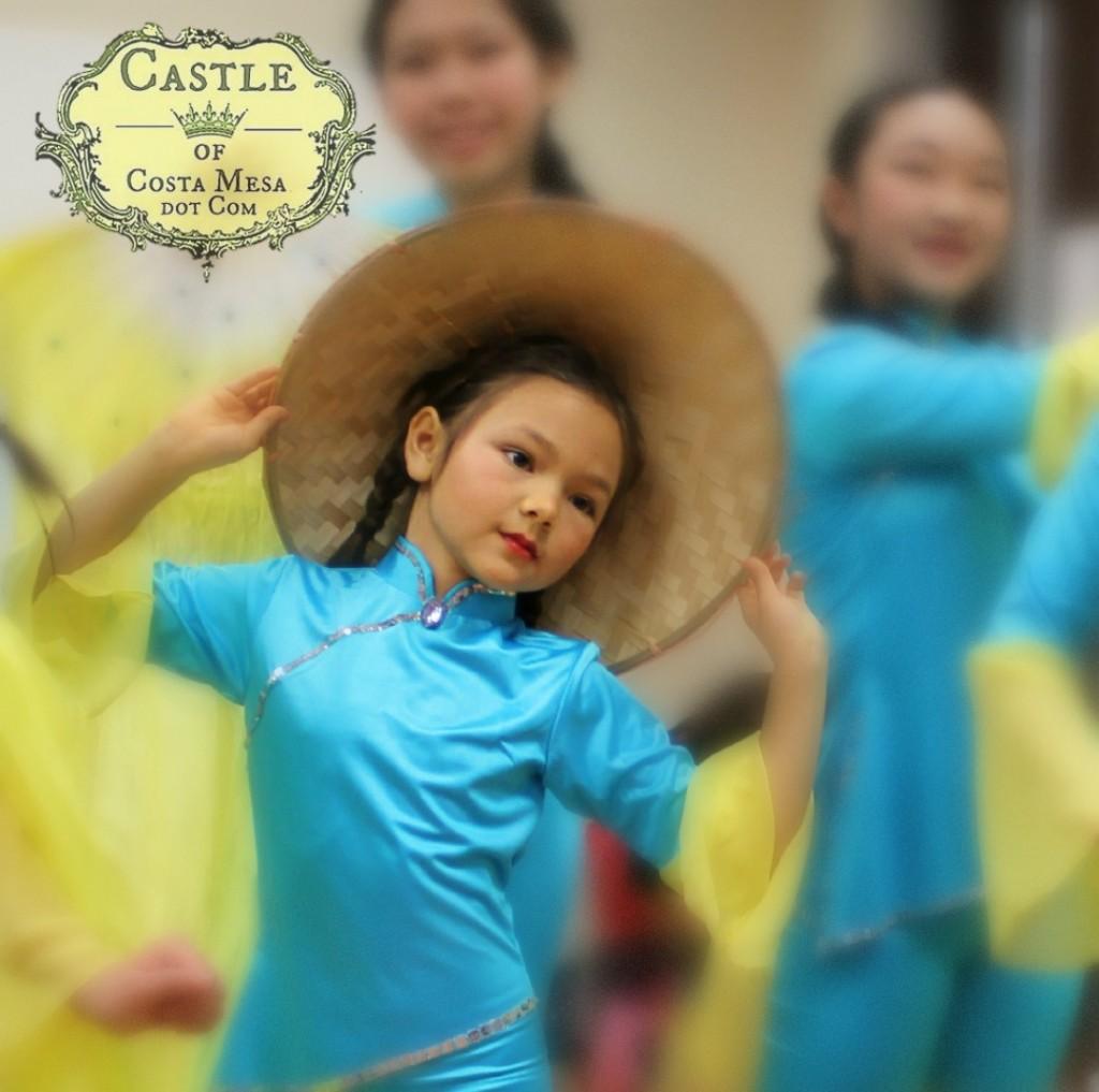140201 Nunu flanked by fairy girls teenage folk dancers square cropped