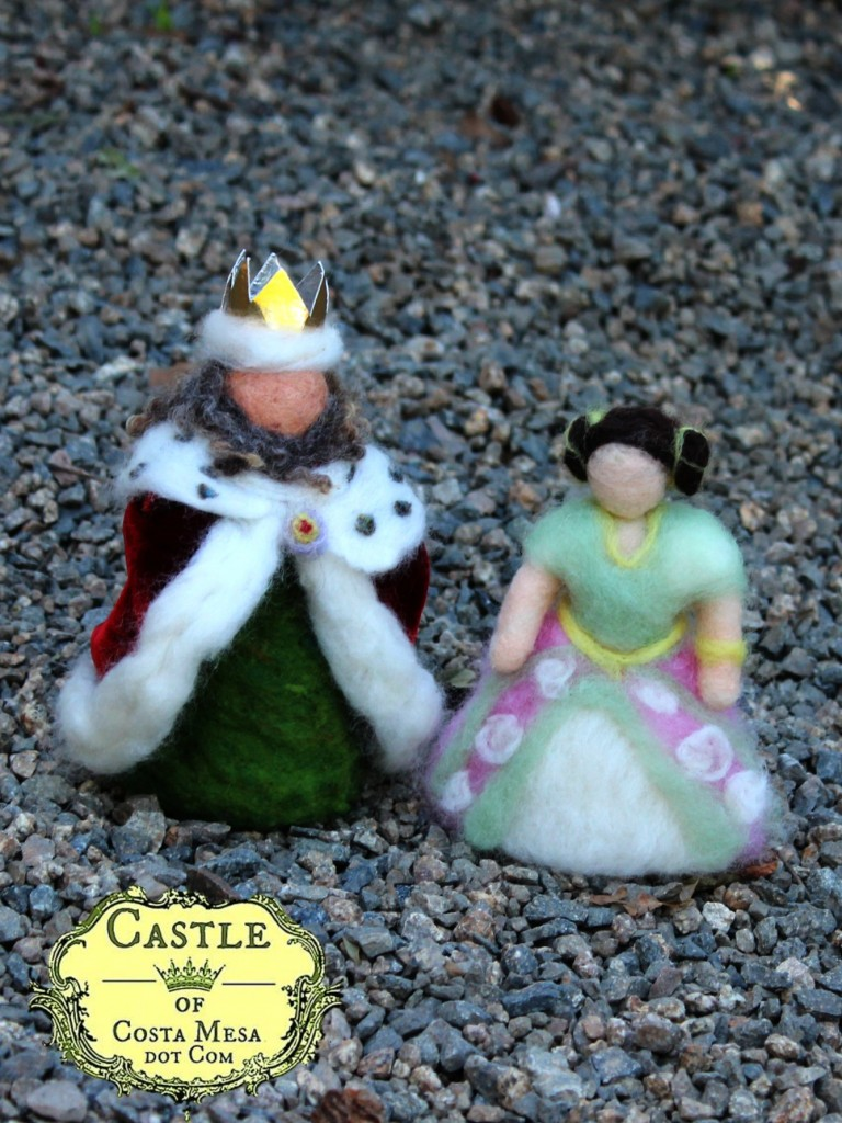 140310 The King and The Queen handmade dolls by children