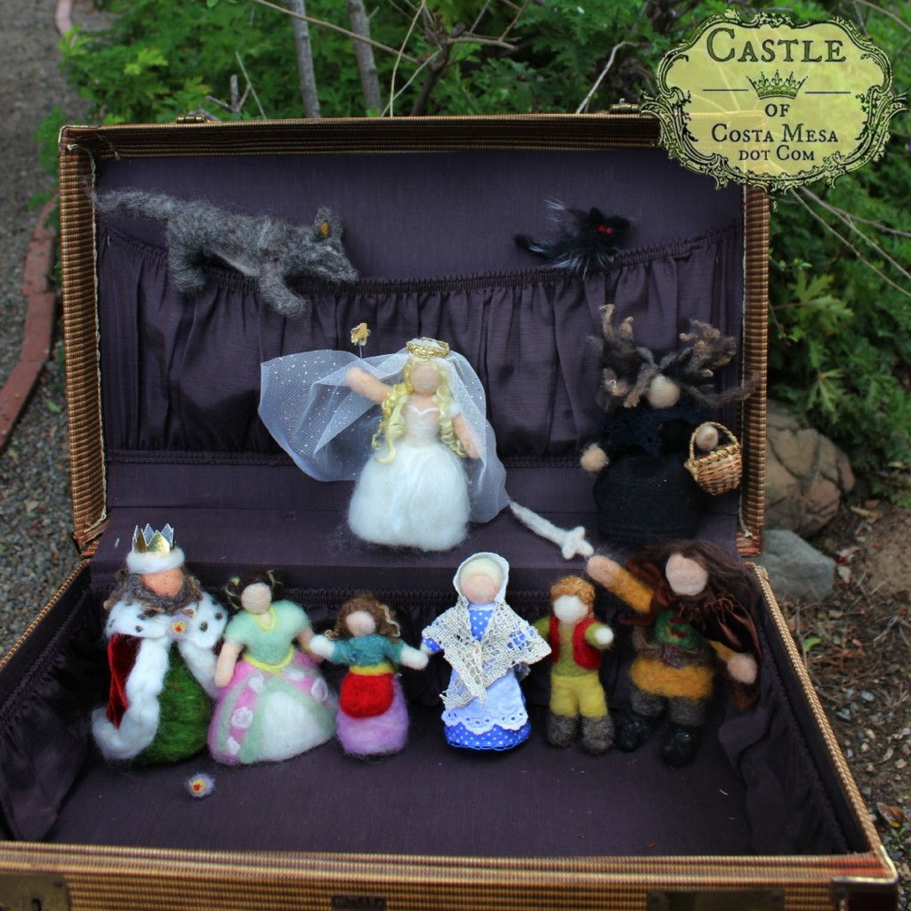 140313 Fairy Tale Dolls in a vintage suitcase