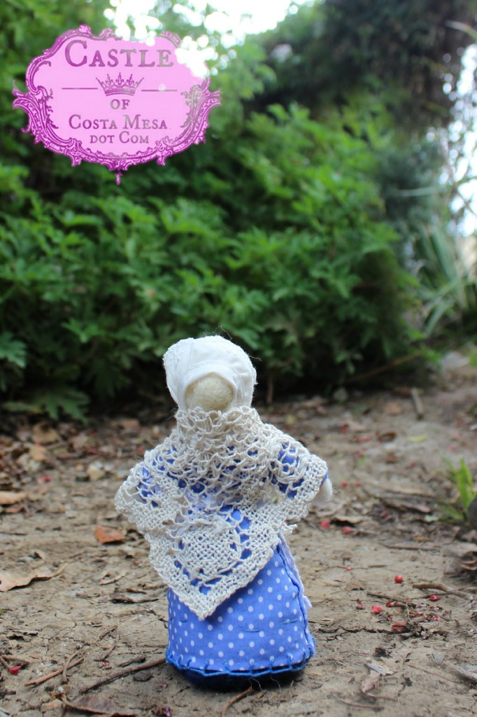 140313 Mother Goose old woman doll wearing a vintage doily from Piecemakers Country Store as her shawl