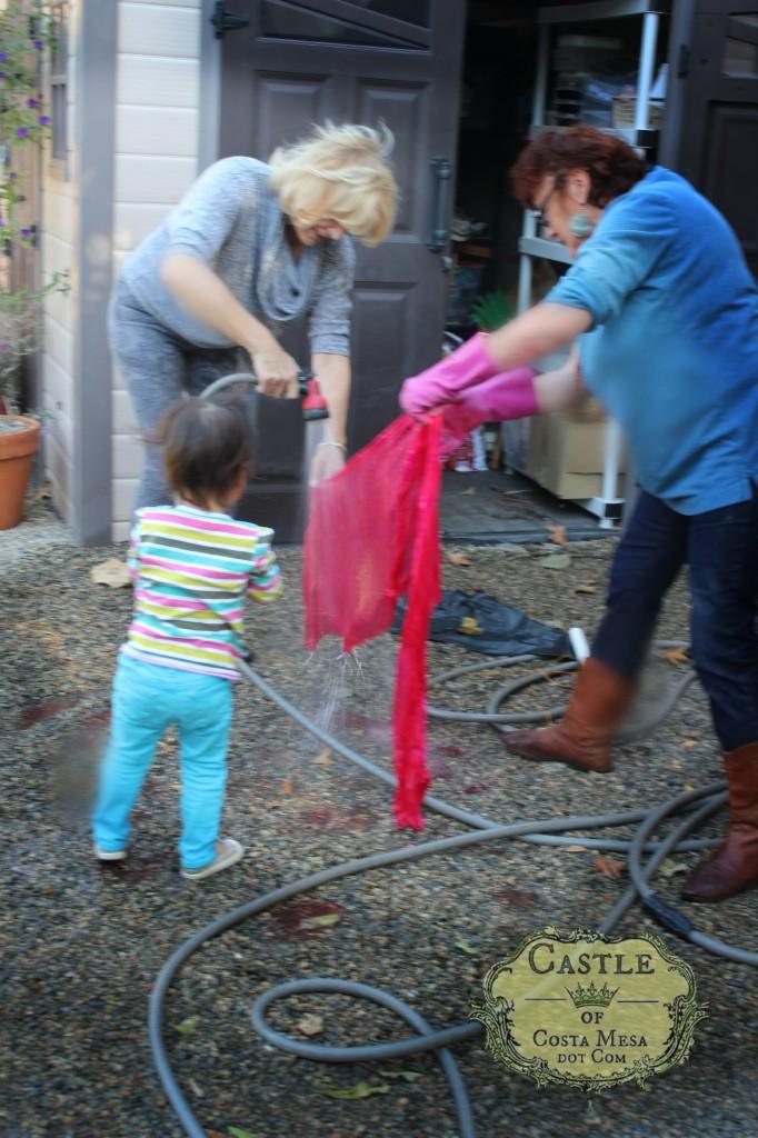 140114 Gisela, Katherine and Christine rinsing Gisela's hot pink shibori silk scarf