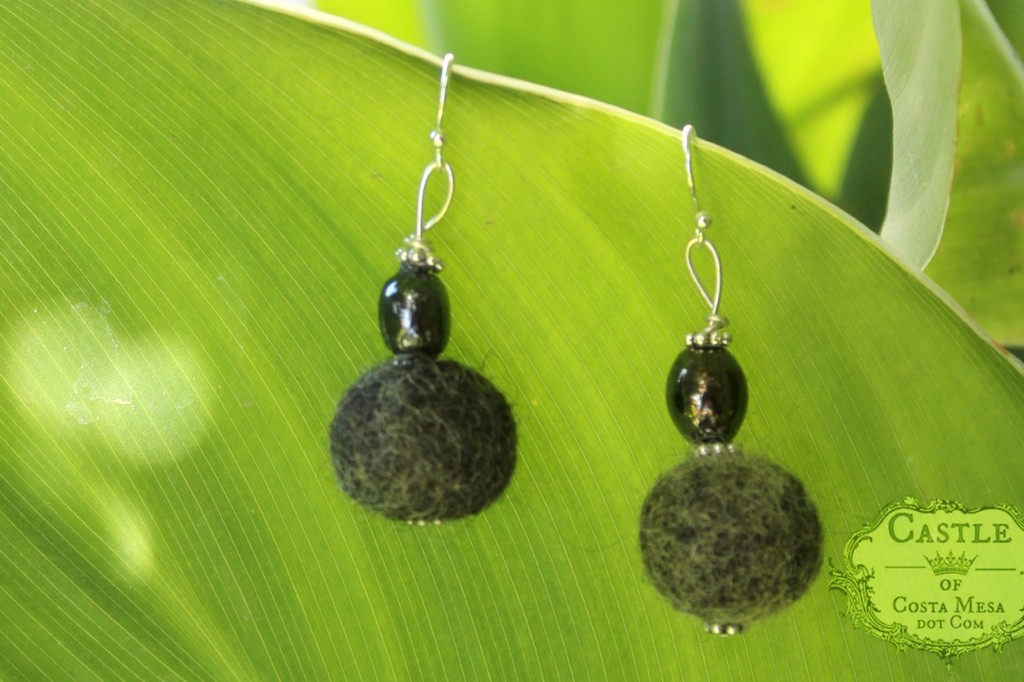 140513 Jzin's black handmade wet-felted dangling earrings 2