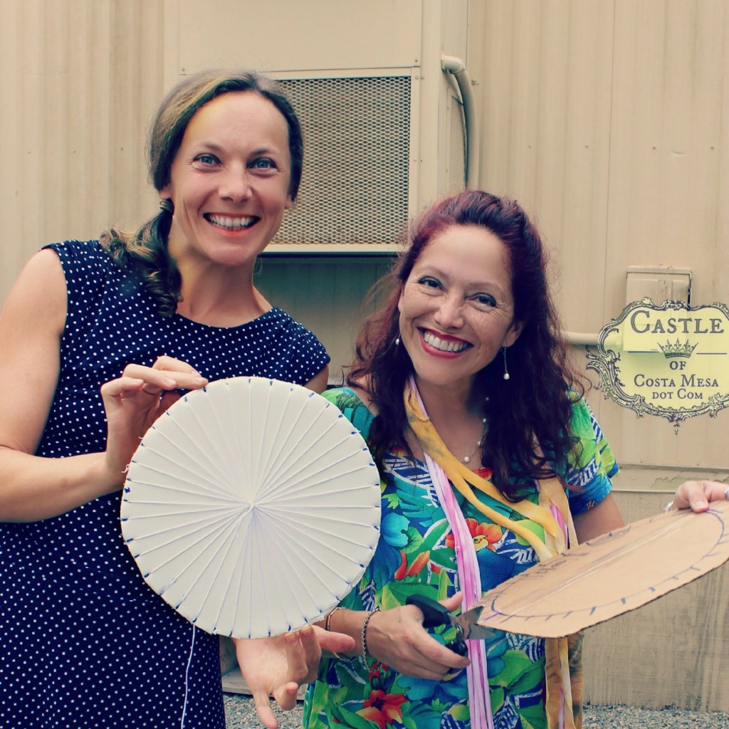 140908 Alena and Geraldine with cardboard circular looms 2