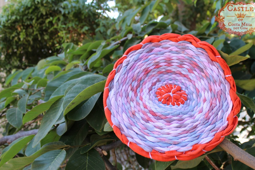 140915 Melissa's finished woven T-shirt yarn placemat on cherimoya tree 2