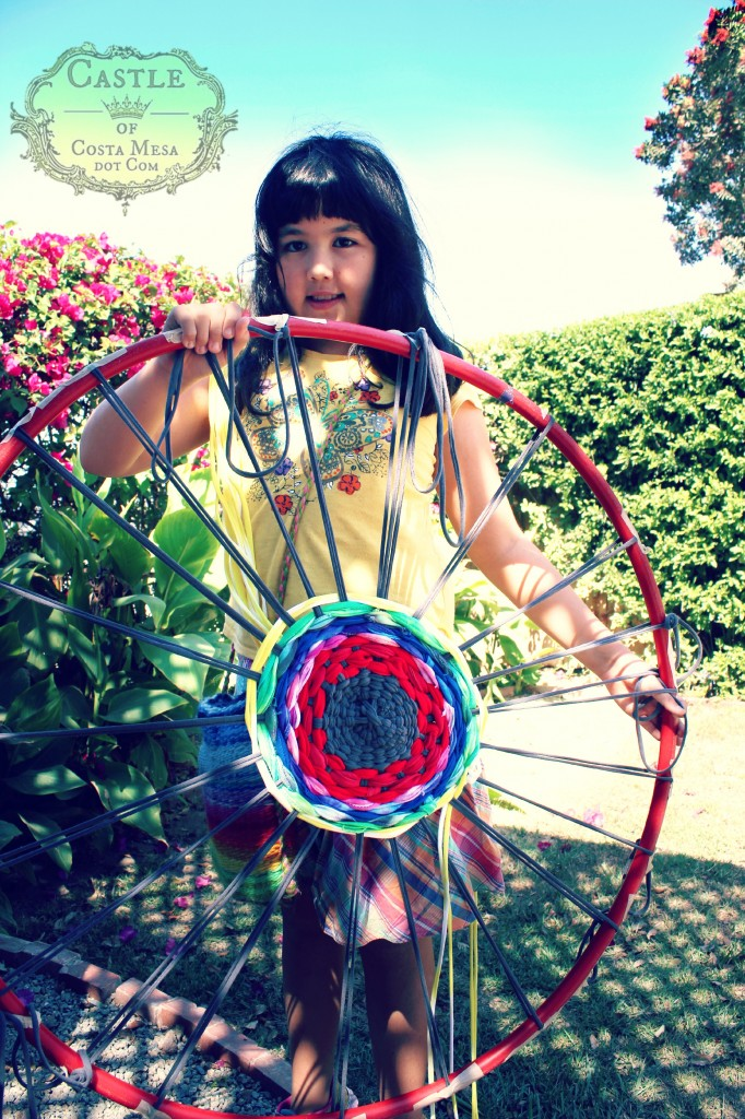 140922 Resplendance of sweet Katya with her weaving on makeshift hula hoop wheel loom 2