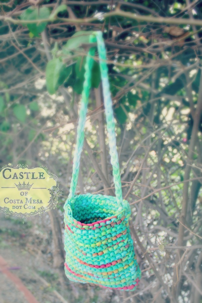 140923 Cathrine's knitted T-shirt yarn handbag hanging in the woods 2