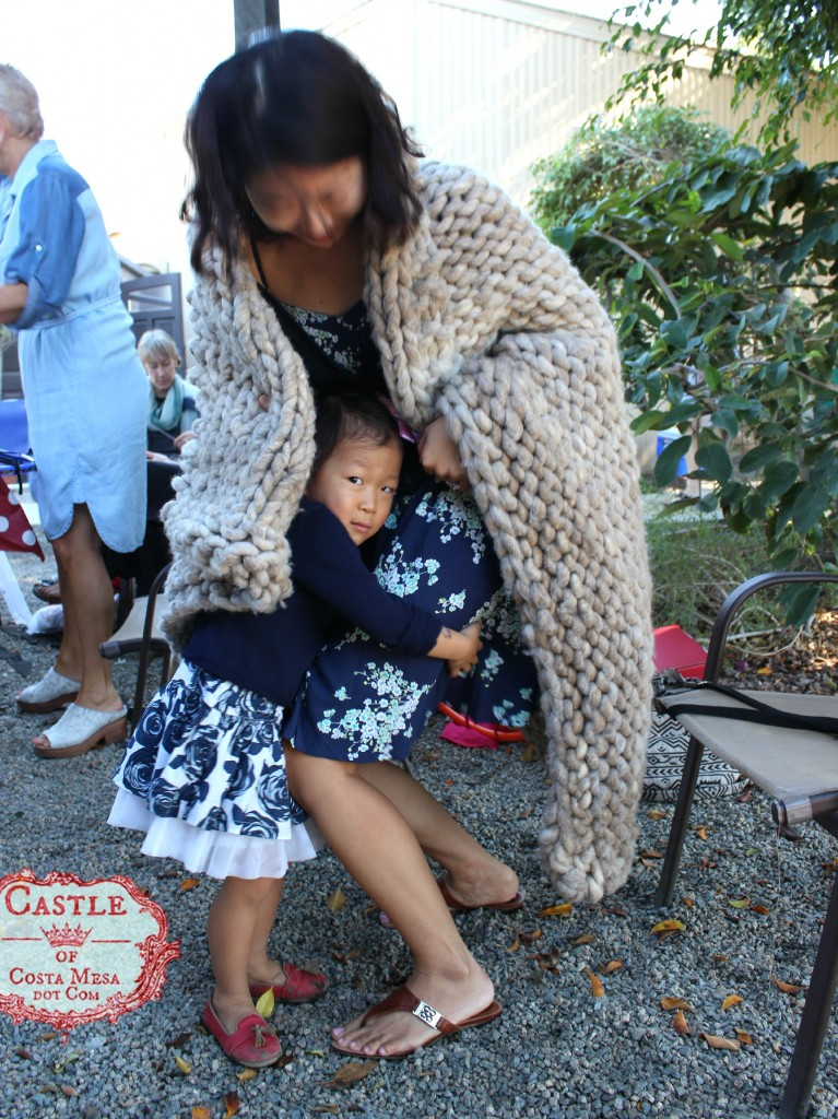 141006 Katherine in matching navy floral dress hugging Gloria's legs under Loopy Mango Yarn throw 2