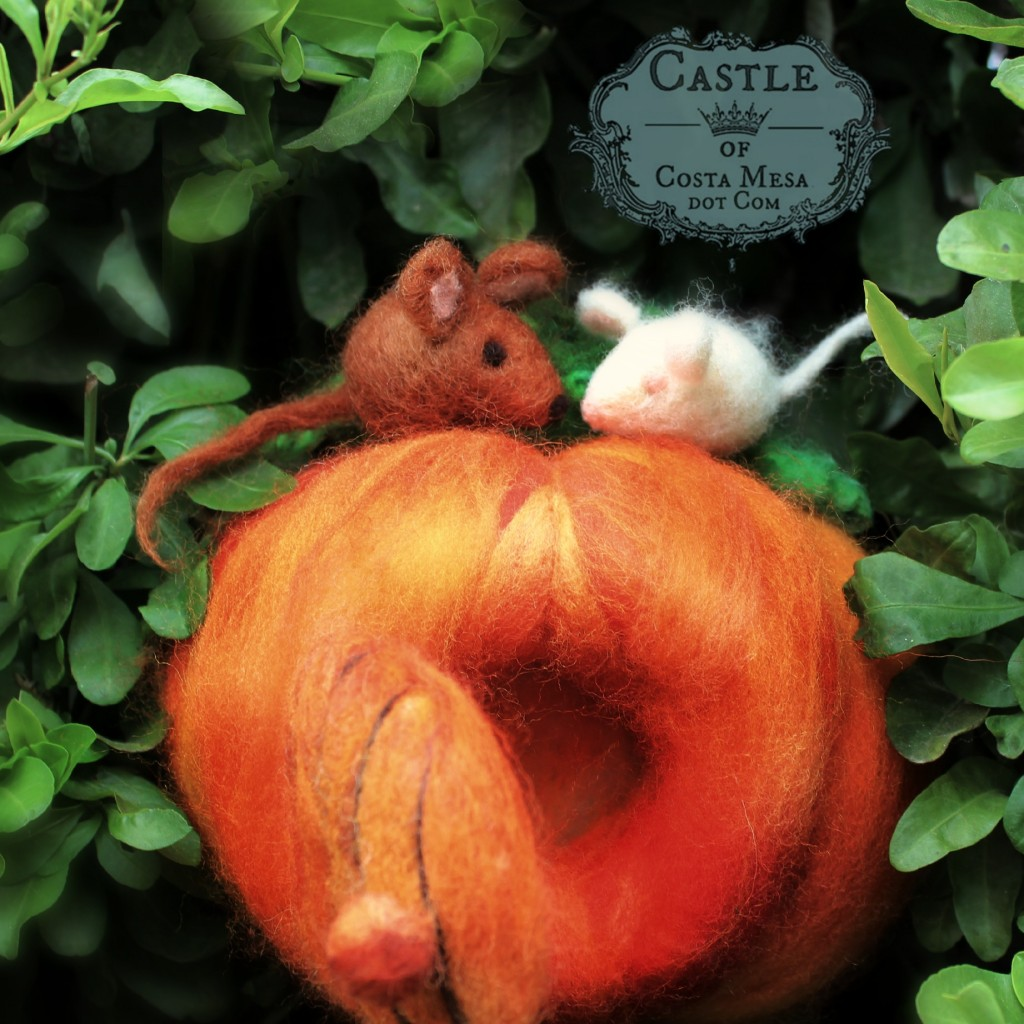 141020 Cathrine's lovey dovey needle-felted mice couple atop pumpkin home on honeysuckle fence