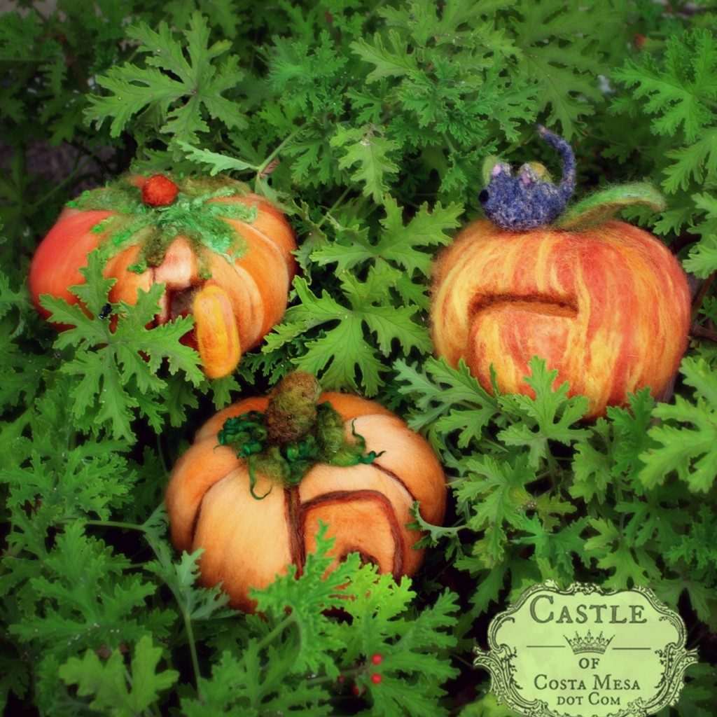 141020 Lucy and Rebecca's needle-felted pumpkins 2