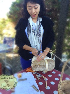 141103 Gloria weaving basket and explaining