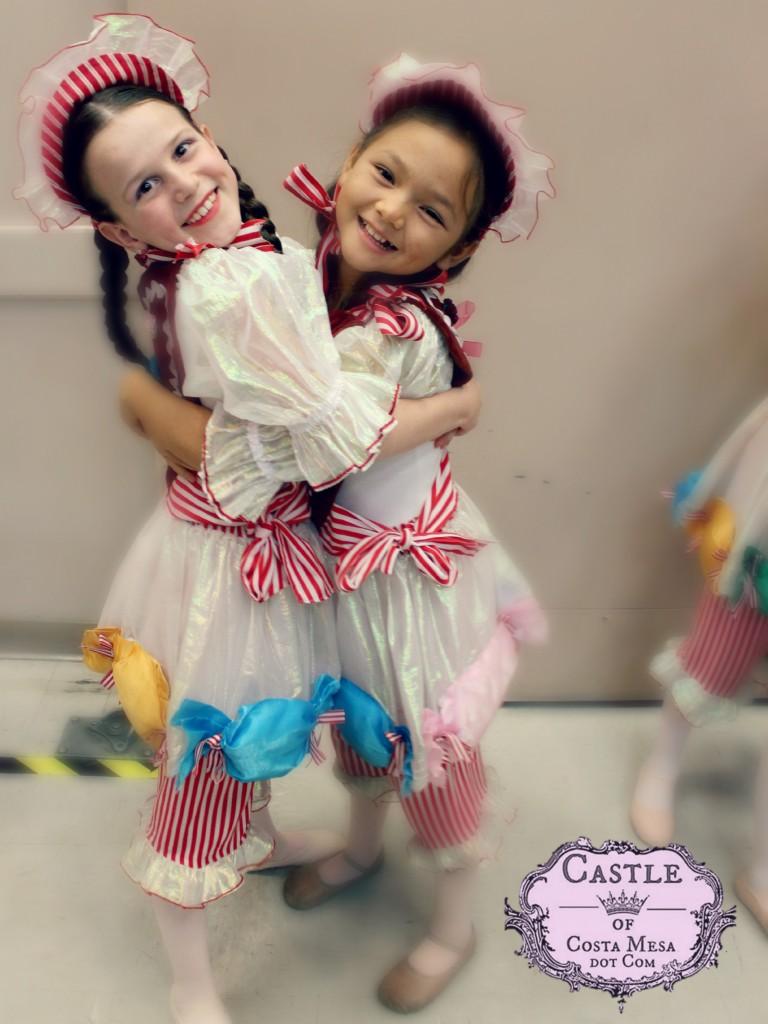 141212 Leila and Nunu Gingersnaps hugs.