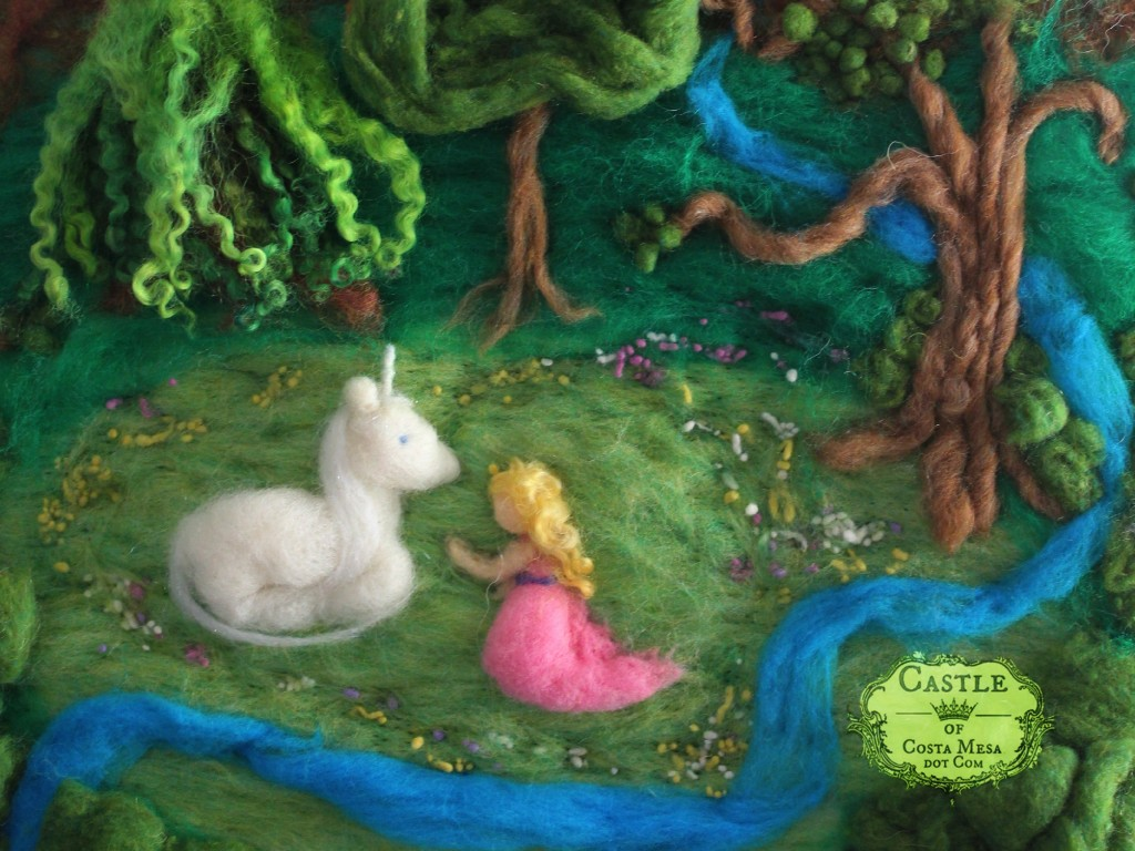 2424 150716 Nunu Unicorn and Maiden needle-felted fairy tale fiber art fantasy picture detail cropped