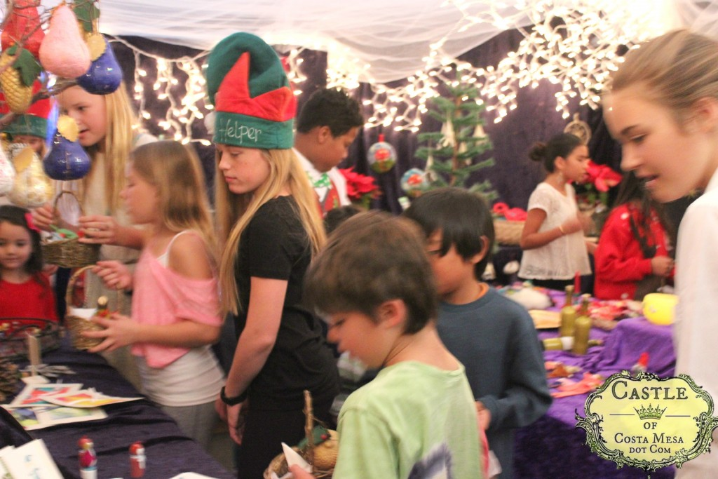4419 151205 Children shopping at Elves Workshop WSOC